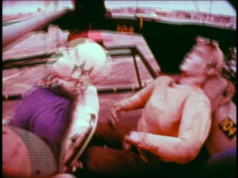 vidéos et rushes de 1968 slow motion dummies in car getting whiplash in collision during safety test / educational - essai de voiture