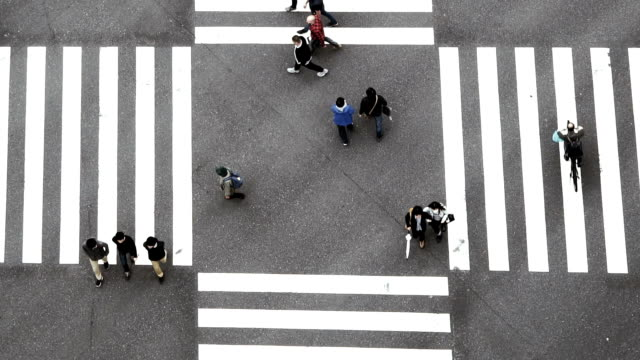 slow motion fhd footage of people crowd with aerial view pedestrians intersection cross-walk ginza crosswalk car traffic on tokyo city. japan, japanese culture concept - top capo di vestiario video stock e b–roll