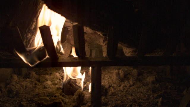 vídeos y material grabado en eventos de stock de slow motion fireplace_02 - helio