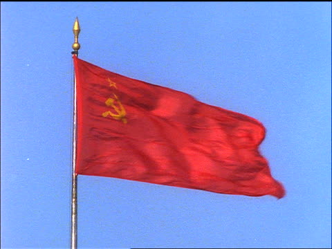 stockvideo's en b-roll-footage met slow motion flag of soviet union waving in wind / blue sky background - communisme