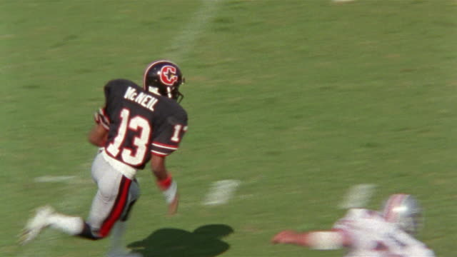 Slow Motion Football game, Tampa Bay Bandits vs Houston Gamblers, Punt, return by Gerald McNeil for Touchdown, celebration, players hug