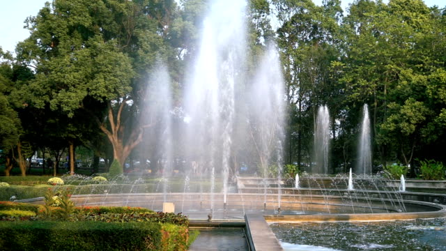 slow motion : fountain in the public park - fountain stock videos & royalty-free footage