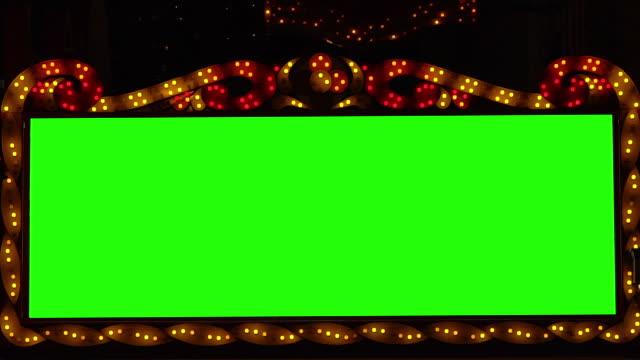 vídeos y material grabado en eventos de stock de slow motion: bombillas doradas luces de la bandera fondo con pantalla verde - sign