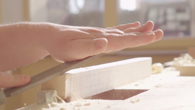 スローモーション : 粉の厚板 - ワーキングシニア点の映像素材/bロール