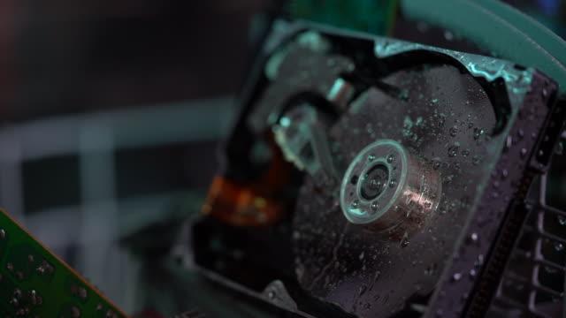 slow motion hd-video av datordelar i diskbricka - selimaksan bildbanksvideor och videomaterial från bakom kulisserna