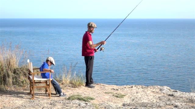 Zeitlupe HD-Video von Vater und Sohn beim Angeln