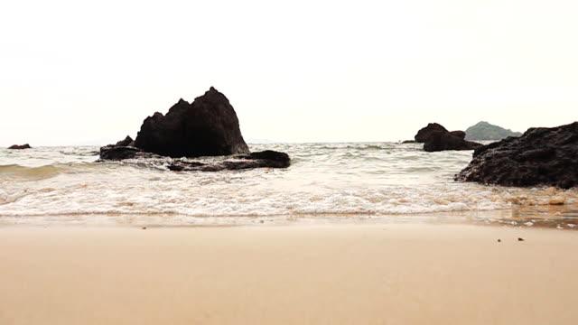 ビーチでスローモーション hd: 波。 - ヒート点の映像素材/bロール