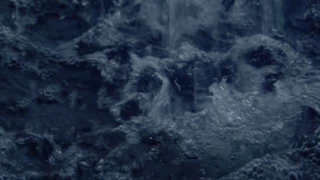 vidéos et rushes de ralenti : pluie abondante - remplir