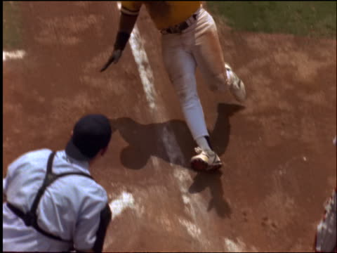 "slow motion high angle black baseball player sliding into home plate / umpire calls him ""safe"" - cinematografi bildbanksvideor och videomaterial från bakom kulisserna"