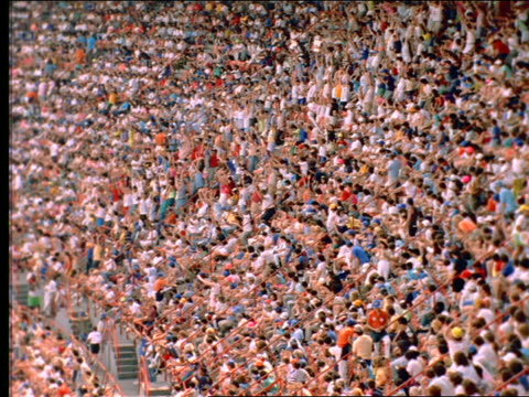 "vídeos de stock e filmes b-roll de slow motion high angle wide shot of crowd doing ""the wave"" in shea stadium / long island, ny - assistência"