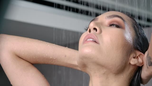 4k slow motion, in a luxurious bathroom beautiful woman bathing and washing hair. - washing hair stock videos & royalty-free footage