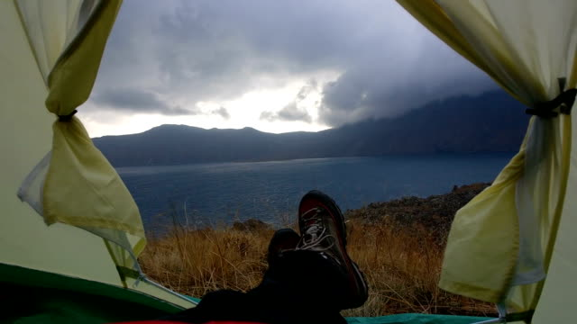 slow motion in a tent near the nemrut crater lake with wind, clouds and rain - tenda da campeggio video stock e b–roll
