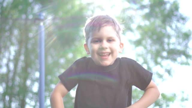stockvideo's en b-roll-footage met slow motion: kind op de trampoline springen - trampoline