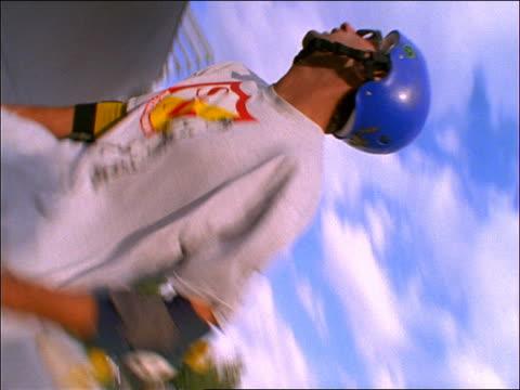 vídeos y material grabado en eventos de stock de slow motion man jumping in air on skateboard - 1990