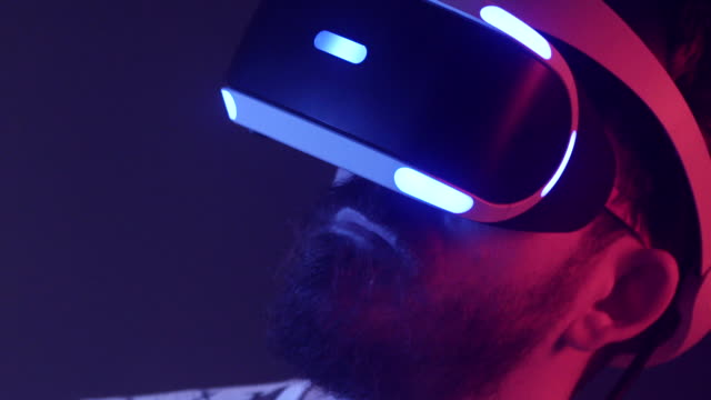 slow motion, man uses virtual reality headset, close up - futuristico video stock e b–roll