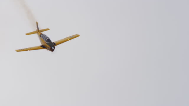 slow motion medium close up us navy military stunt airplane performs a loop-the-loop stunt in the sky. - acrobatica aerea video stock e b–roll