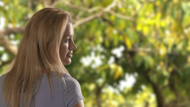 slow motion of a woman walking in a park/marbella region, spain - 若い女性だけ点の映像素材/bロール