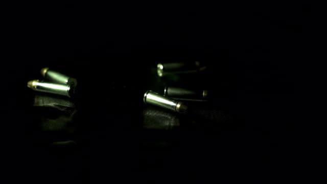 vidéos et rushes de slow motion of bullet falling - seulement des jeunes hommes