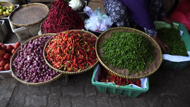 slow motion of chilli's at market - spice stock videos & royalty-free footage