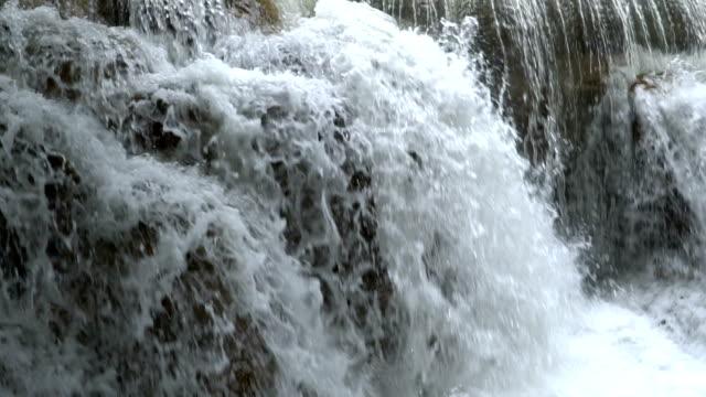 クローズ アップ滝のスローモーション