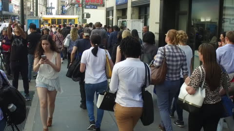 slow motion of crowds of people walking and text messaging in new york city - mid adult women stock videos & royalty-free footage