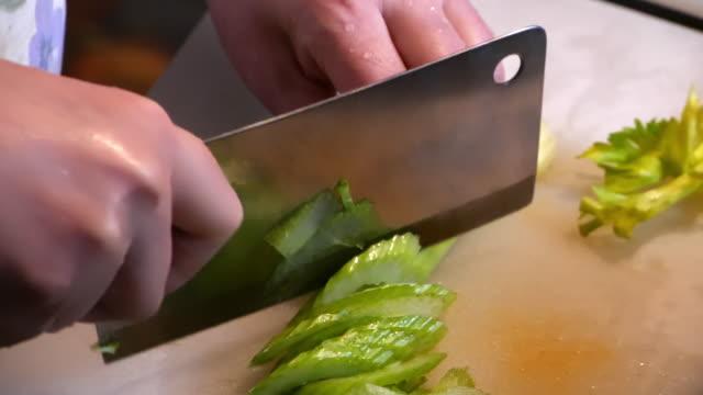 vídeos de stock, filmes e b-roll de slow motion of cutting vegertable celery - aipo