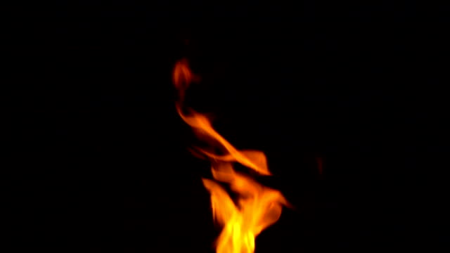 vídeos de stock e filmes b-roll de slow motion of fire flames on black background - flame