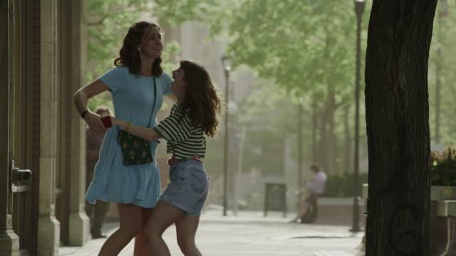 vidéos et rushes de slow motion of happy surprised girls meeting in city / salt lake city, utah, united states - deux personnes