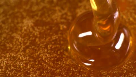 vídeos y material grabado en eventos de stock de slow motion de miel cayendo - miel