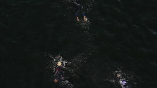 vídeos y material grabado en eventos de stock de slow motion of ironman women swimming race - gorro de baño