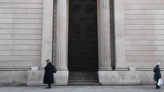 Slow motion of pedestrians walking past the Bank of England in the City of London UK on Friday Dec 15 Photographer Chris J Ratcliffe/Bloomberg