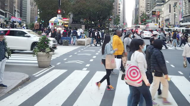 slow motion of people crossing street in new york city in the autumn amid the 2020 global coronavirus pandemic. - people stock videos & royalty-free footage
