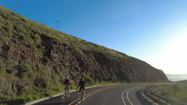 slow motion of people cycle on the mountain road in the early morning near the golden gate bridge in san francisco amid the coronavirus pandemic. - winding road stock videos & royalty-free footage
