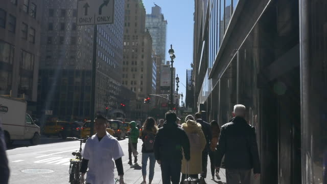 slow motion of people walking in nyc - manhattan stock-videos und b-roll-filmmaterial