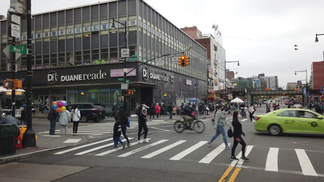 slow motion of people wearing face mask crossing street in flushing, queens, ny amid the 2020 global coronavirus pandemic. - bag stock videos & royalty-free footage