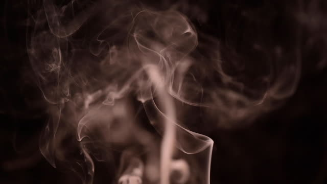 slow motion of smoke in a black background. - traumhaft stock-videos und b-roll-filmmaterial