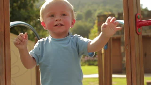 vídeos de stock e filmes b-roll de slow motion of toddler playing on play structure/benhavis, marbella region, spain - só um bebé menino