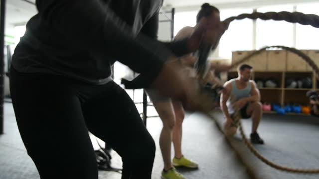 slow motion of trainer cheering athletes - ausbilder stock-videos und b-roll-filmmaterial