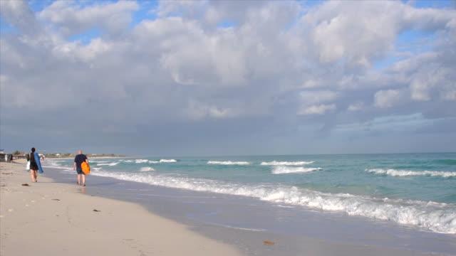 slow motion of varadero beach, matanzas, cuba - luogo d'interesse locale video stock e b–roll