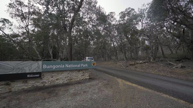 stockvideo's en b-roll-footage met slow motion panning: bungonia national park sign by car on road - westers schrift