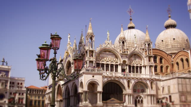 slow motion, panning shot of basilica san marco - basilica video stock e b–roll