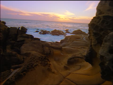 vídeos de stock, filmes e b-roll de slow motion point of view over strange rock formations near ocean coastline / salt point state park, n. california - pacífico norte