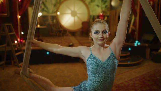 stockvideo's en b-roll-footage met slow motion portrait of smiling aerial dancer on hanging silks in nightclub / provo, utah, united states - acrobaat