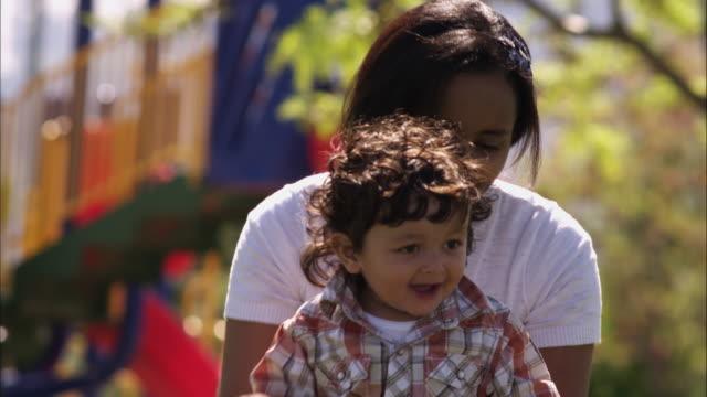 vídeos de stock, filmes e b-roll de slow motion rack focus shot of indian mother and child - vida de bebê