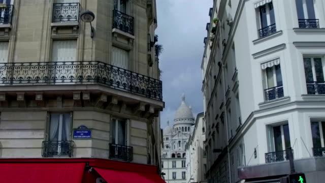 slow motion - sacre couer through the buildings - basilique du sacre coeur montmartre stock videos and b-roll footage