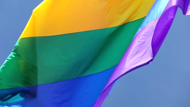 vidéos et rushes de slow motion san francisco rainbow flag flying - drapeau