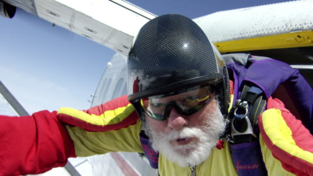 vidéos et rushes de slow motion - senior skydiver exits airplane - parachute