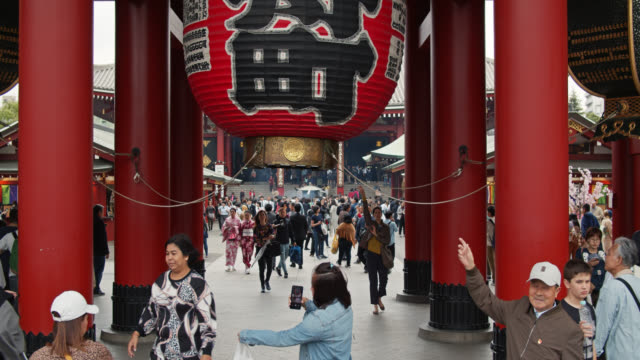 slow motion shot of crowds under kaminarimon, tokyo - temple building stock videos & royalty-free footage