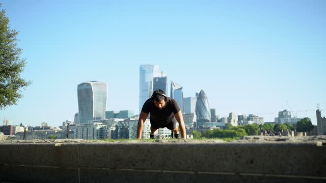 slow motion shot of man doing push-up in city - bodyweight training stock videos & royalty-free footage