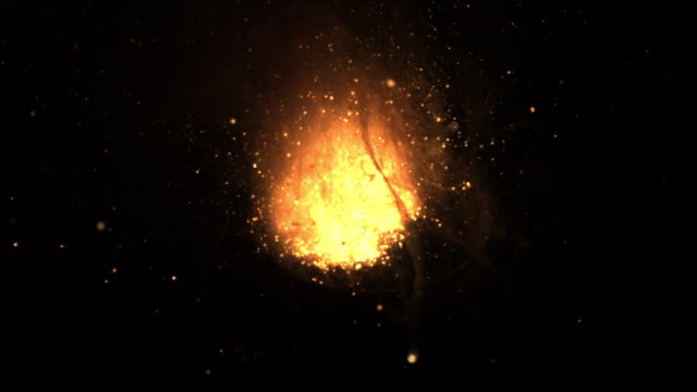 vídeos de stock e filmes b-roll de slow motion shot of molten iron exploding in a small bowl. - flame